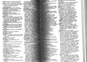一般のスキャナではページ中央に影ができます